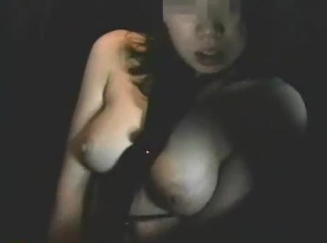 《人妻個人撮影》ヤバいやつ。調教済みの素人熟女に野外露出するよう指示を出す変態男の危険なホームビデオ