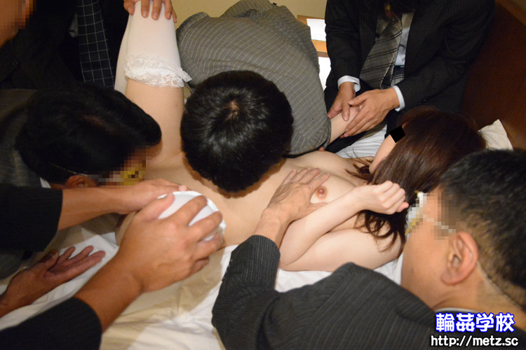 19歳の女子大生をホテルの一室で大勢の男性の相手を?アナル中出しOK(ななさん)